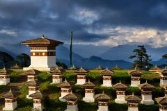 108 Stupas bei Sonnenuntergang auf dem Dochula Pass