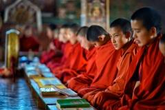 Nonnen beim Gebet in einem Kloster bei Punakha