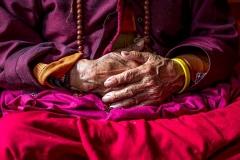 Hände einer Nonne in Thimphu, Bhutan