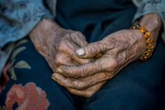 Hände einer Frau in Myanmar