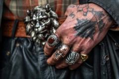 Hände eines Obdachlosen in Köln