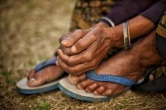 Hände (und Füße) einer Frau in Delhi, Indien