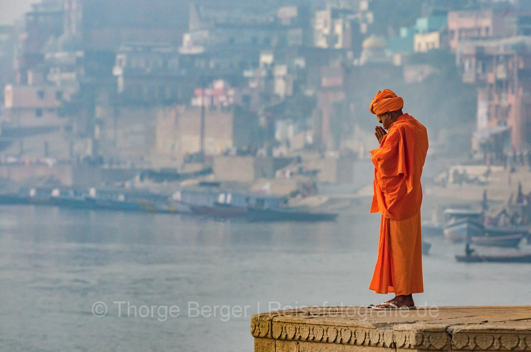 Prayaer on the Ghats of Varanasi