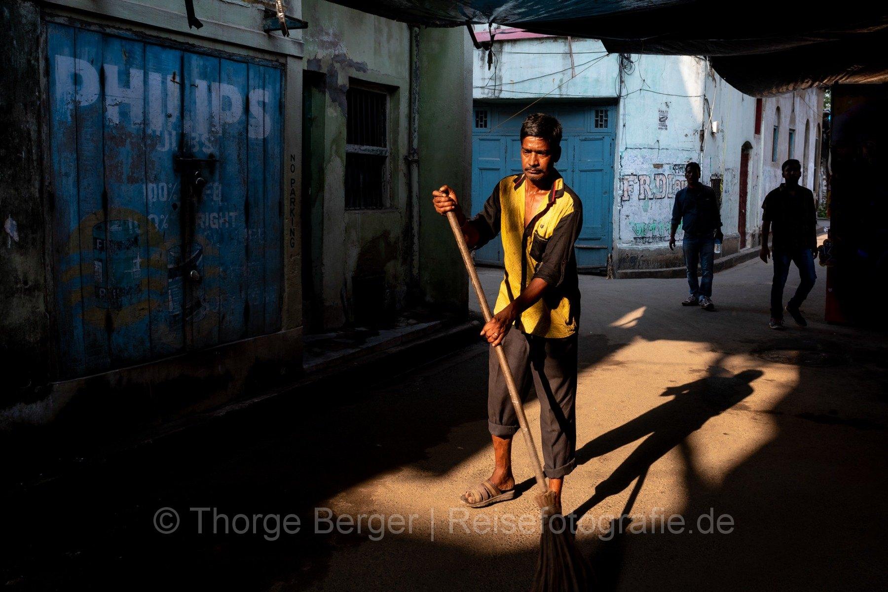 Sweeping the streets of Kumortoli