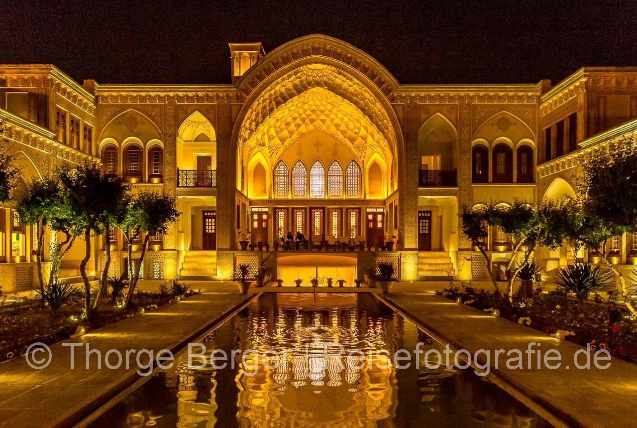 Hotel bei Nacht in Kashan