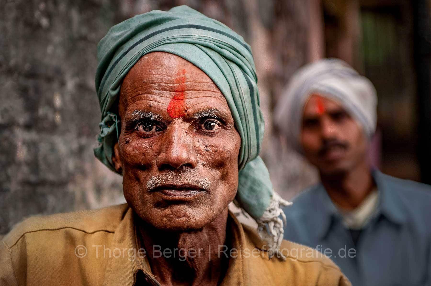 Pilger mit Tilak auf der Kumbh Mela in Haridwar 2010