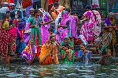 Frauen beim rituellen Bad auf der Kumbh Mela in Nashik 2015