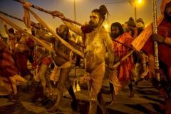 Marsch der Sadhus nach ihrem heiligen Bad - Allahabad 2013