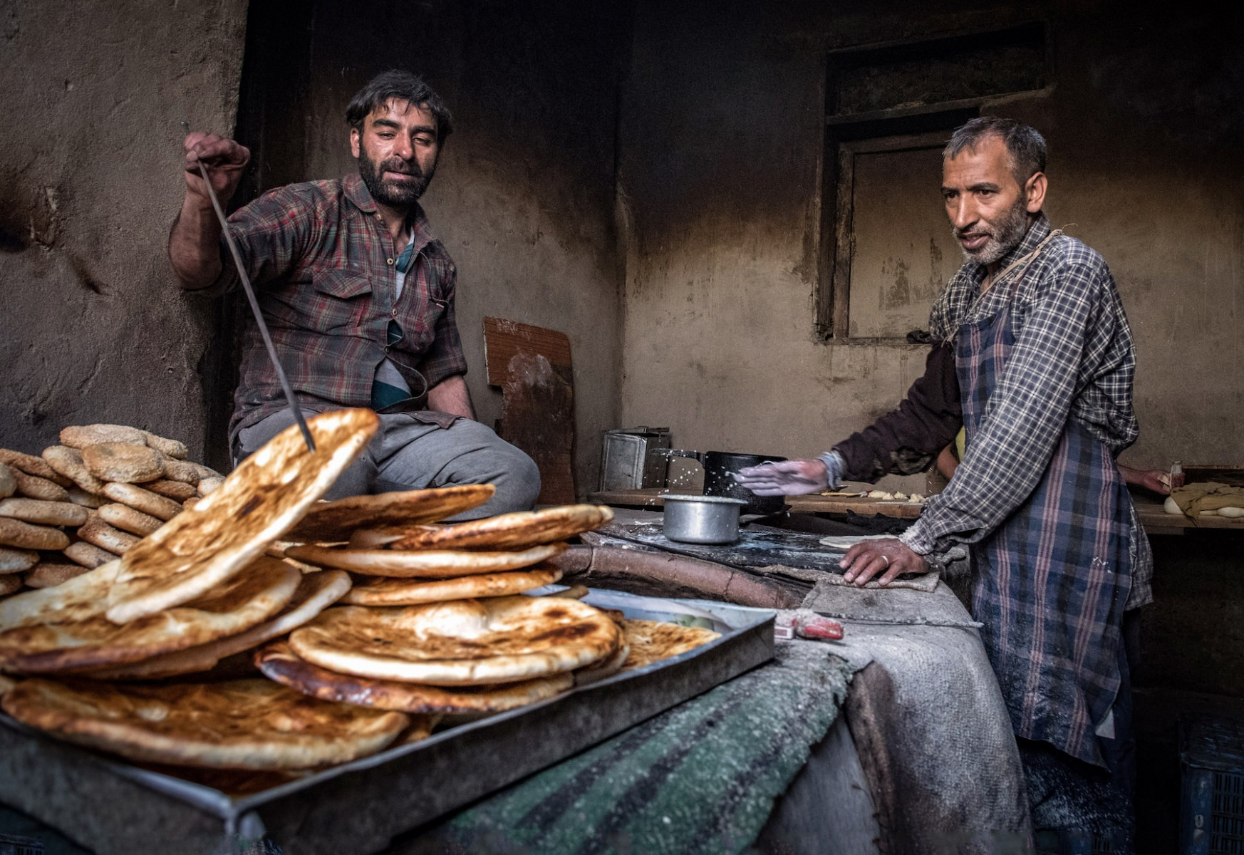 Bread-Bakers-in-Leh-Market-edit