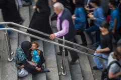 Bettlerin mit Kind in Istanbul Türkei