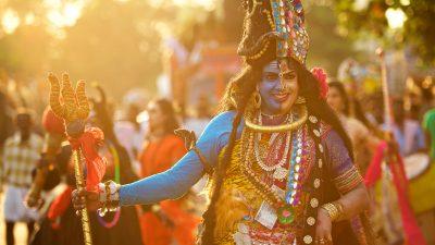 Reisefotografie-Motiv Gottheit bei Tempelfest in Indien