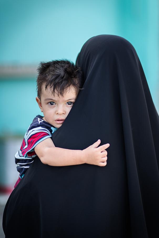 Reisefotografie - Bildbesprechung: Ulrich Wolf - Frau mit Kind und Tschador
