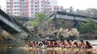Reisefotografie - Bildbesprechung: Fred Eversmann - Pujas an der zerbrochenen Brücke