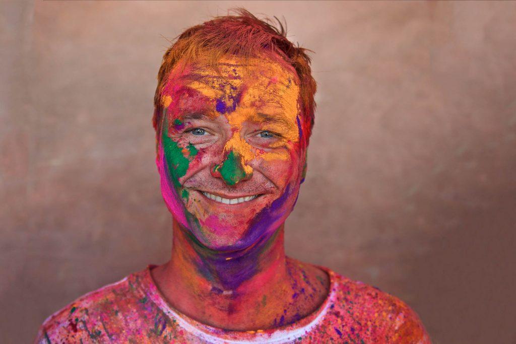 Thorge Berger beim Holi Fest in Indien